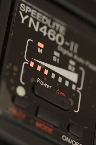 Setting the flash power manually on an external speedlite flash