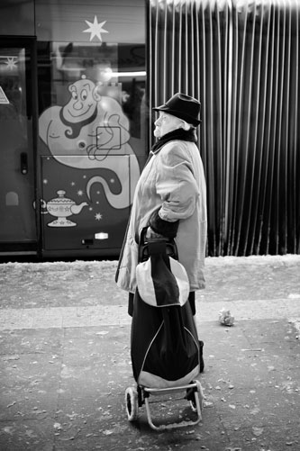 Street photography - 35mm focal length