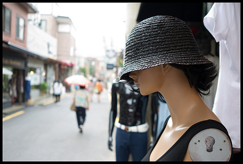Photograph of a shop dummy sporting a hat with shallow depth of field, captured using a large sensor compact camera