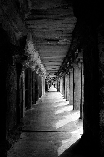 The Grand Corridors at Tanjore Brihadeeswara Temple - example of converging lines