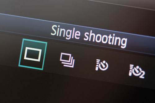 Single shot drive mode selected on camera LCD