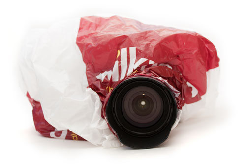 DIY plastic bag + elastic band camera rain cover