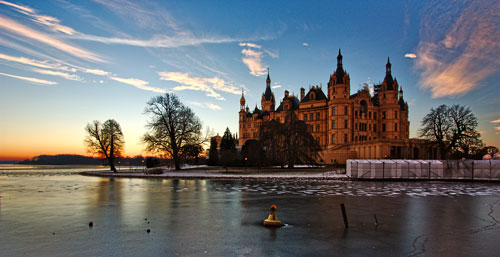 Schloss Schwerin at sunrise in winter