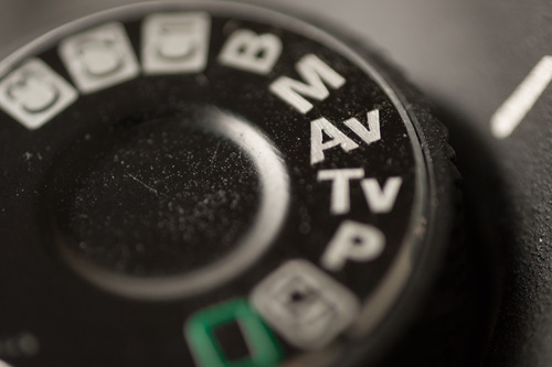 Camera mode dial set to Av mode (aperture priority)