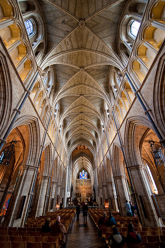 southwark cathedral photographed with an ultra-wide angle lens