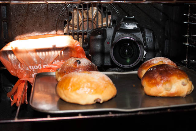 Setup for photo of cooking buns in the oven