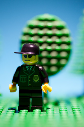 Photo of lego minifig with small distance between the figure and the background