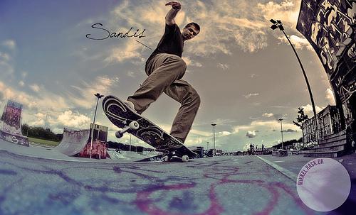 Stranger #1 - The skating Sandis