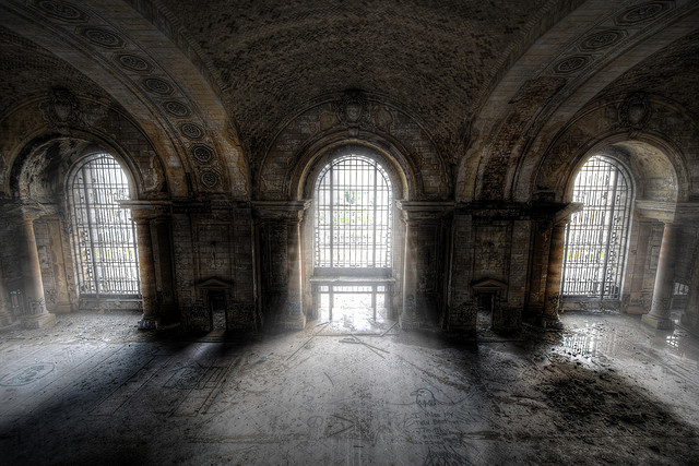 Urbex photograph of Michigan Central Station waiting room