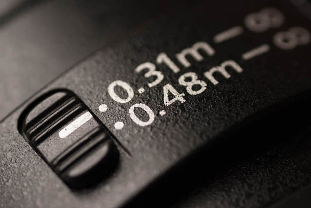 Focus limiter switch on lens