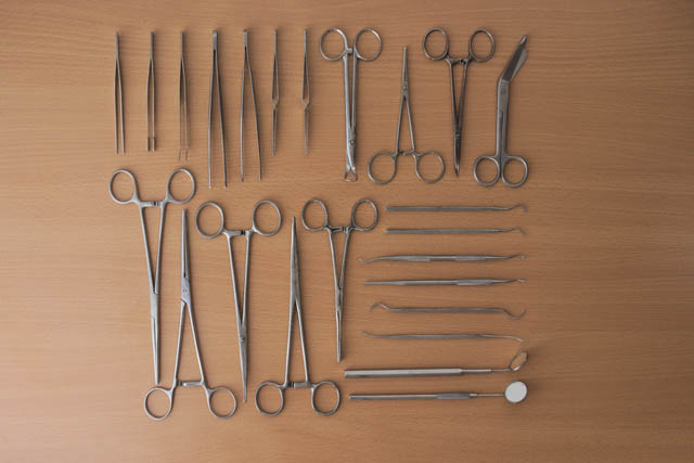 knolling medical instruments