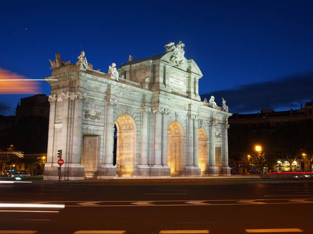 Puerta de alcalá at night, long exposure photo stabilized using in-body image stabilization of th camera