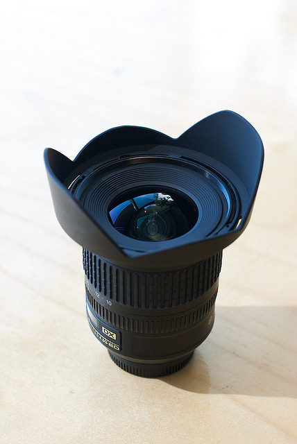 Lens with petal / tulip style lens hood