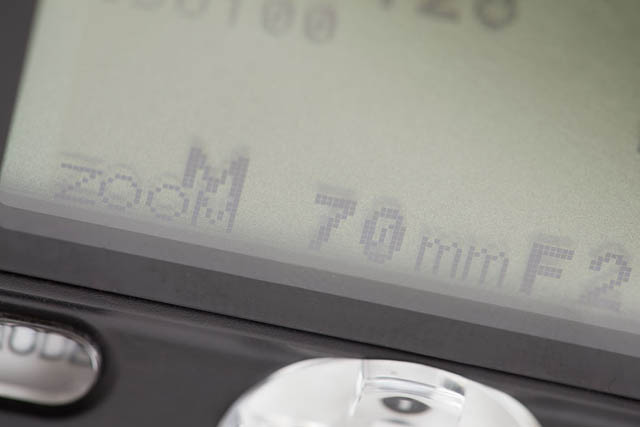 Zoom settings on LCD screen of speedlight