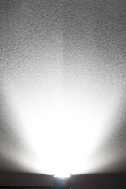 Comparison of color temperature between speedlight flash fired at low power (left) and high power (right). The high power flash is warmer in color than the low power flash.